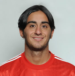 The 33-year old son of father (?) and mother(?), 185 cm tall Alberto Aquilani in 2018 photo